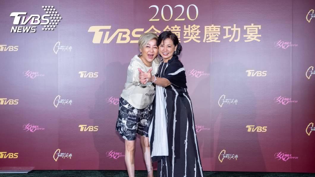 主持人藍心湄及詹怡宜。圖/TVBS 《2020金鐘獎慶功宴》藍心湄爸爸月初做天使  給加持希望明年再戰