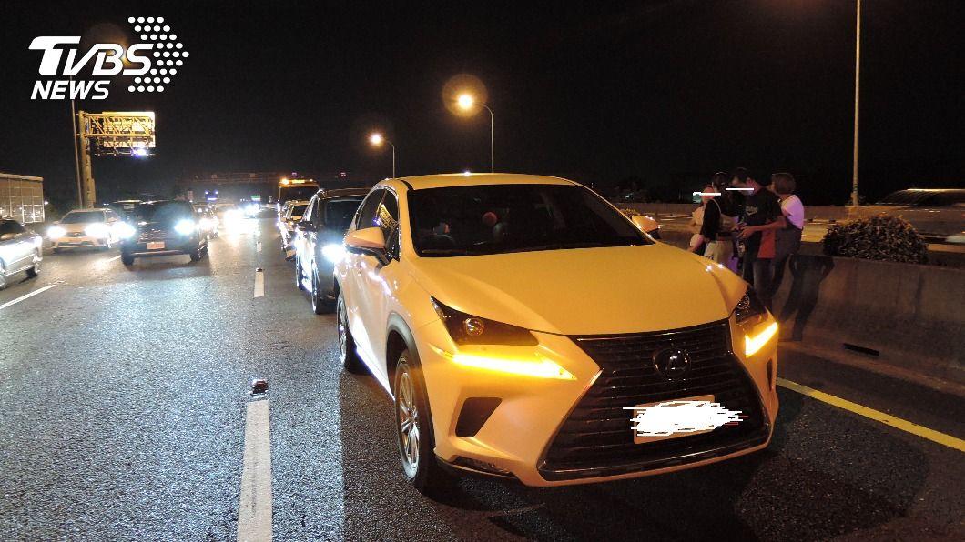 圖/TVBS 快訊/車多回堵 ! 國1岡山段3起、逾10車連環撞