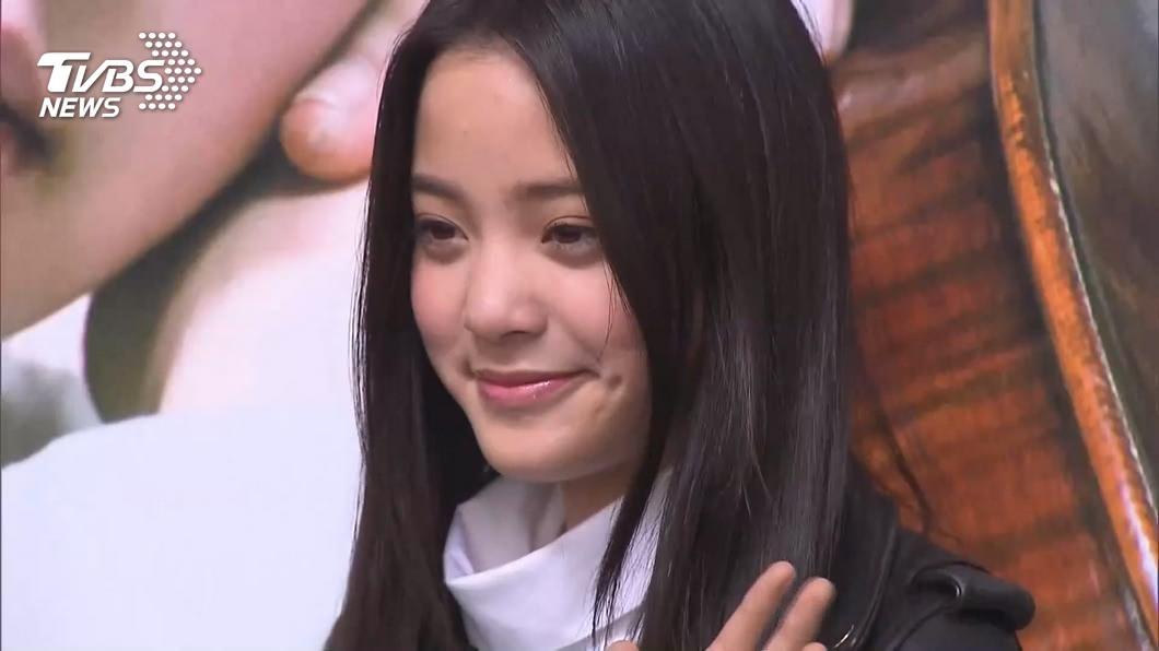 藝人歐陽娜娜。(圖/TVBS) 台藝人登陸國慶唱《我的祖國》 若確認違法最重罰50萬