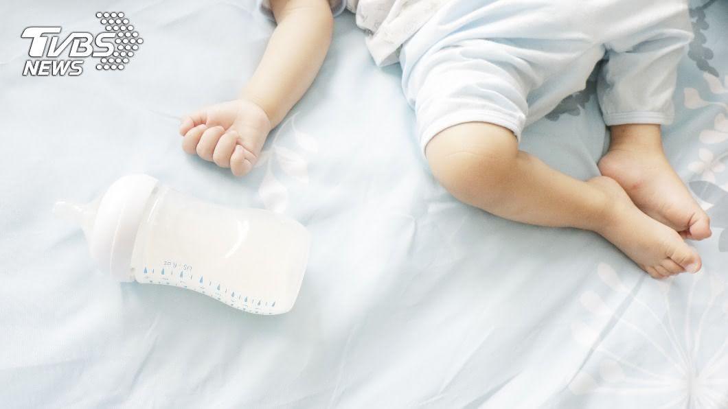 (示意圖/shutterstock 達志影像) 凌晨餵奶發現2月大女嬰猝死 醫初步研判為噎奶