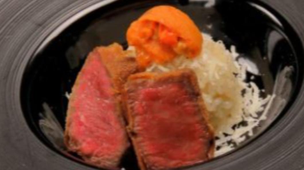 圖/翻攝自とびうし 離宮官網(tobiushi-rikyu.com) 炭烤松露炸牛排香噴噴 秋天就要大口吃肉