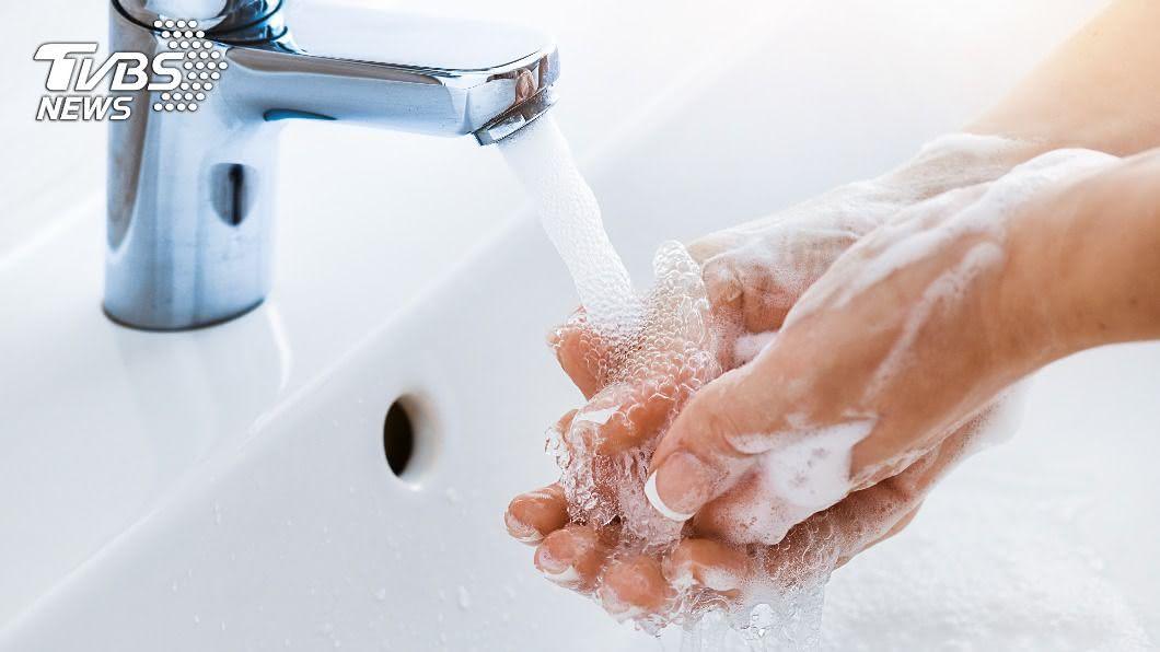 示意圖/shutterstock 達志影像 快訊/籲缺水仍要勤洗手! 台「首例本土傷寒」現蹤
