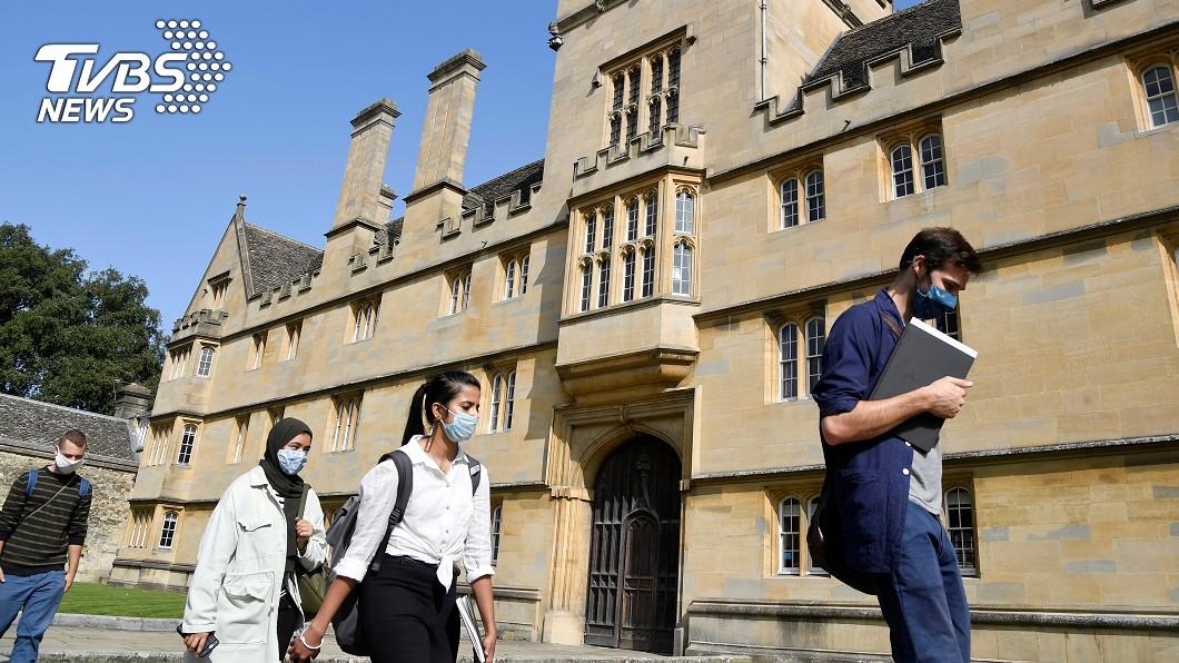 英國的大學傳出疫情肆虐。(圖/達志影像路透社) 英國40所大學爆染疫! 上千名學生須自我隔離