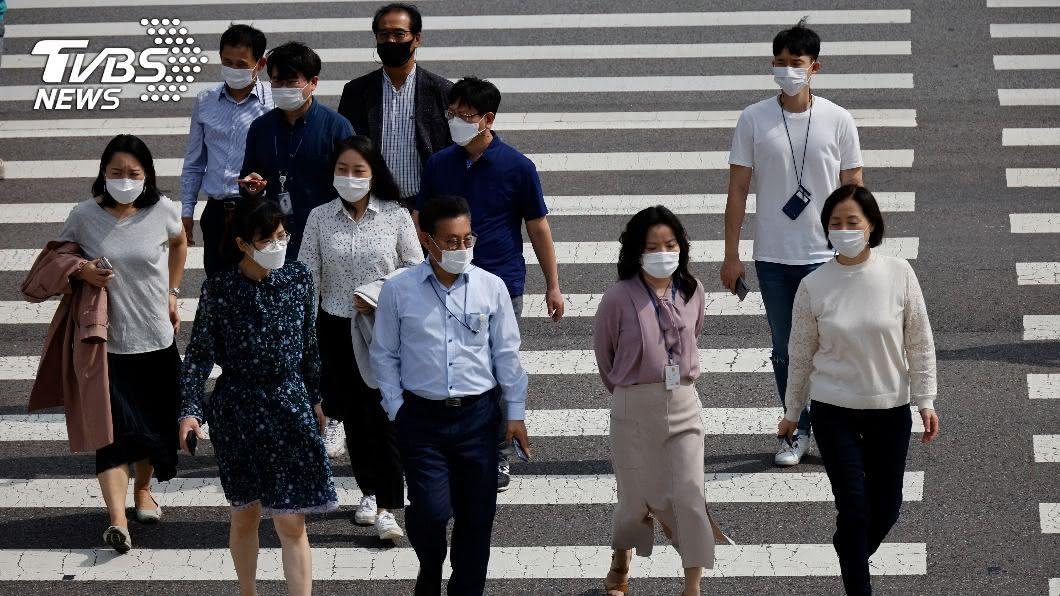 睽違49天,首爾確診數首低於50例,政府祭特別防疫期。(圖/達志影像路透社) 韓國單日增38人確診武漢肺炎 睽違49天低於50例