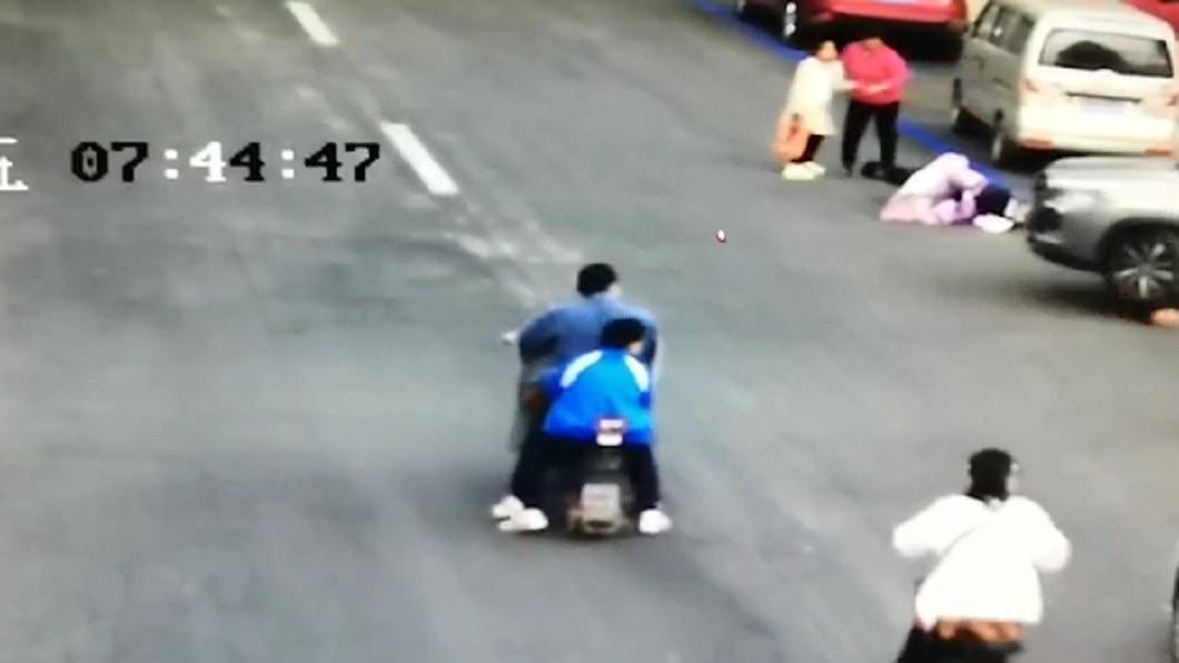(圖/翻攝自沸點視頻) 不爽被分手!恐怖情人駕車來回碾壓 33歲女慘縫30針