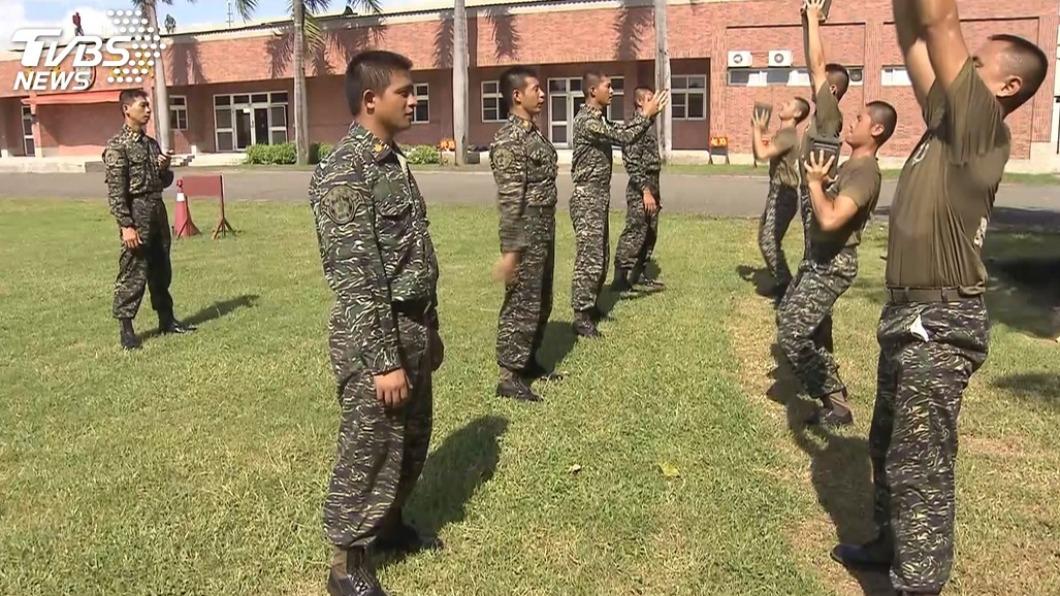 國防部長嚴德發表示,國軍教召訓練擬改1年1訓為期14天。(示意圖/TVBS資料畫面) 國軍教召擬改為1年1訓 志願役及1年義務役優先