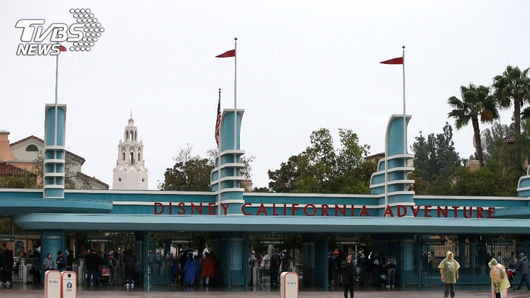 新冠肺炎疫情重創觀光,加州迪士尼宣布裁員約2萬8000人。(圖/達志影像路透社) 疫情重創觀光! 加州迪士尼宣布裁員近3萬人