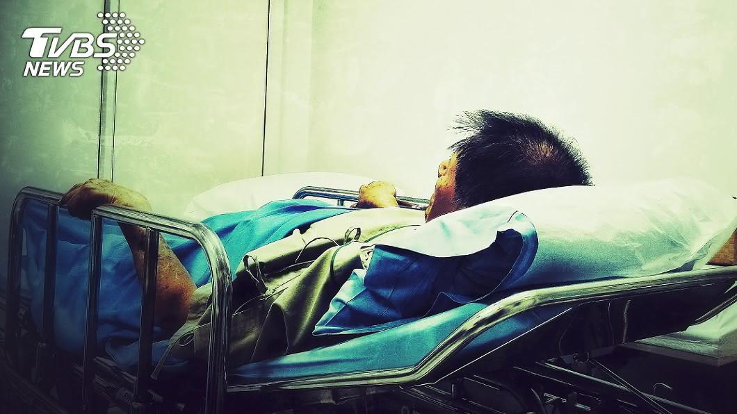 大陸一名男子見義勇為卻換來長久的住院治療。(示意圖/Shutterstock達志影像) 勇男跳化糞池救童「慘吞穢物」 爆後遺症家長包8千打發