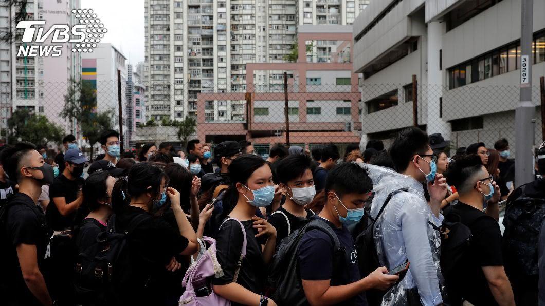 香港民眾於網路上發起集會遊行,對此香港保安局表示絕不容忍。(圖/達志影像路透社) 港人發起集會遊行 6000名港警戒備喊:絕不容忍