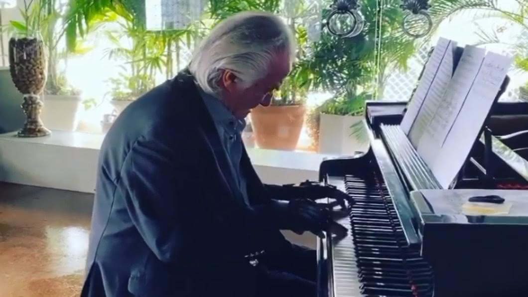 圖/翻攝自 maestrojoaocarlosmartins Instagram  巴西八旬鋼琴家 20年重拾演奏.強忍淚