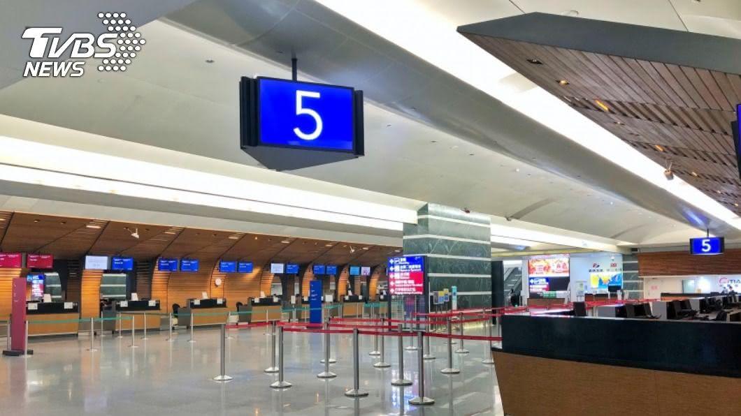 10/12起,民眾若搭乘兩岸航班需附核酸檢測報告。(圖/中央社資料照) 10/12起搭乘兩岸航班 需附核酸檢測報告