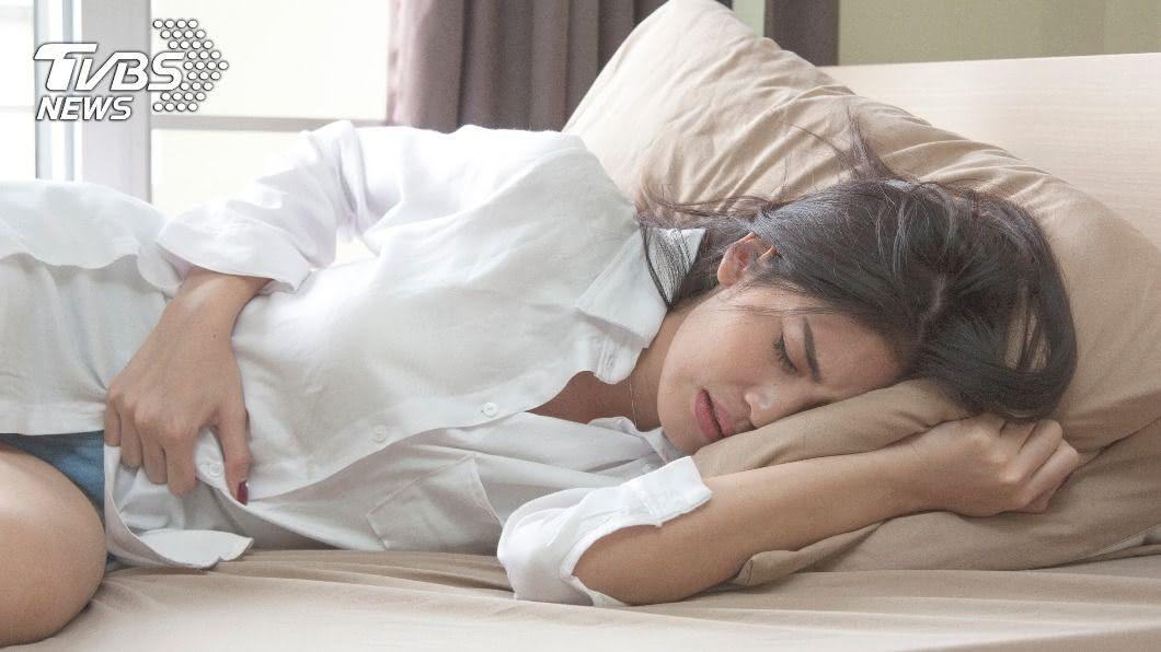 高雄一名40歲女性長期腰部痠痛,竟是因輸尿管被血管勒住。(示意圖/Shutterstock達志影像) 40歲女腰痛忍3年...就醫驚見「輸尿管遭血管勒住」
