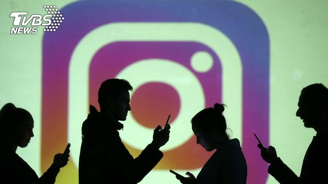 隨著社會公義示威延燒,Instagram美食美景照逐漸被取代。(圖/達志影像路透社) 社運逐漸取代美照! IG創立10週年「轉大人」