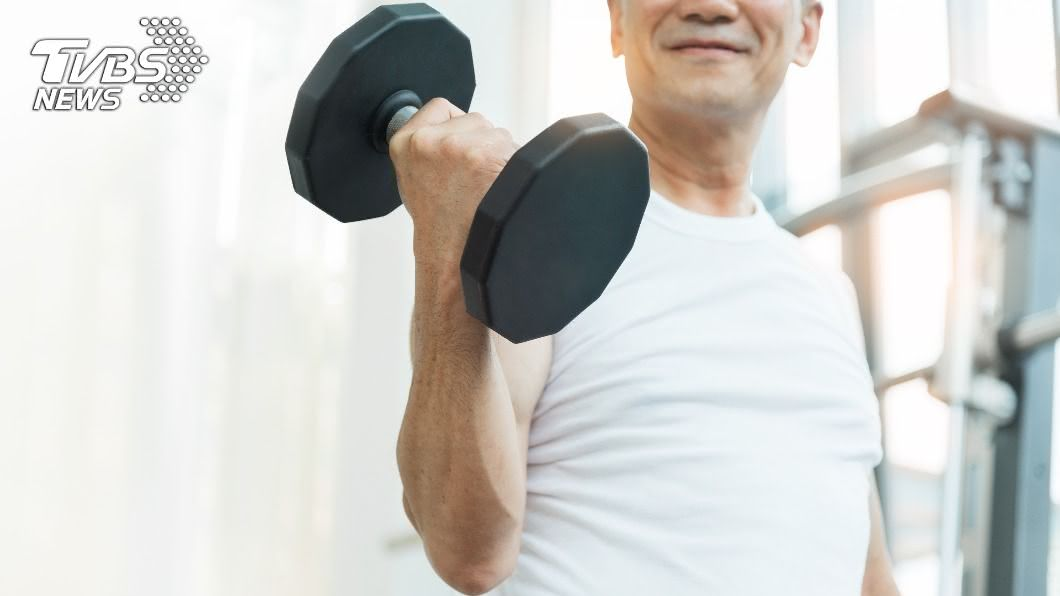有肌少症的老人家死亡率會偏高。(示意圖/shutterstock達志影像) 老人罹「肌少症」死亡率偏高 醫揭1方法恢復體力