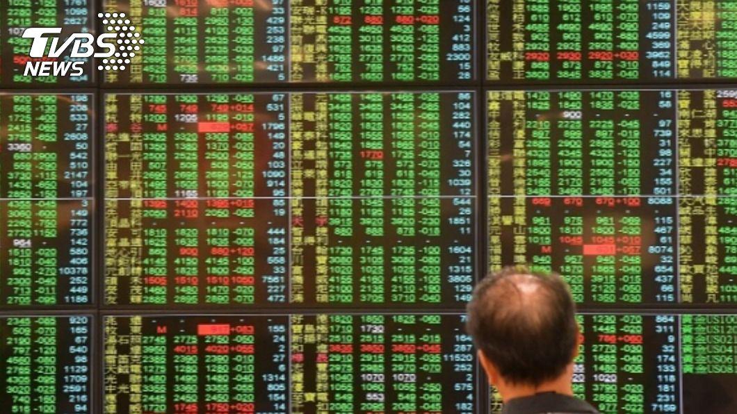 川普確診美股期貨重挫,市場密切關注台股週一開盤表現。(圖/中央社資料照) 川普染疫延燒台股? 國安基金密切關注