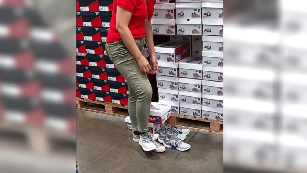 圖/翻攝自臉書社團「Costco好市多 商品經驗老實說」 目睹大媽好市多試鞋「高水準舉動」 他讚:連我都做不到