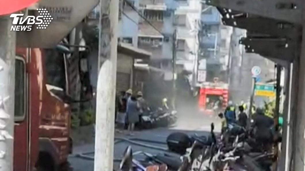 圖/TVBS 地下室突起火!住戶急疏散 初判「機車自燃」