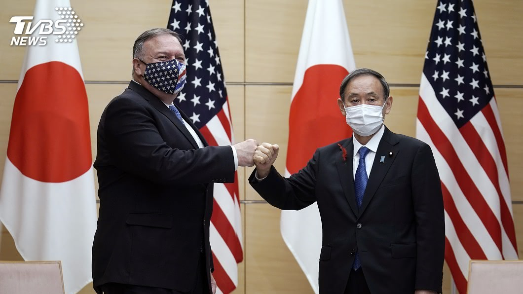 美國務卿龐佩奧訪日,與日相菅義偉會面。(圖/達志影像美聯社) 四方會談齊力抗中 龐佩奧讚菅義偉正道力量