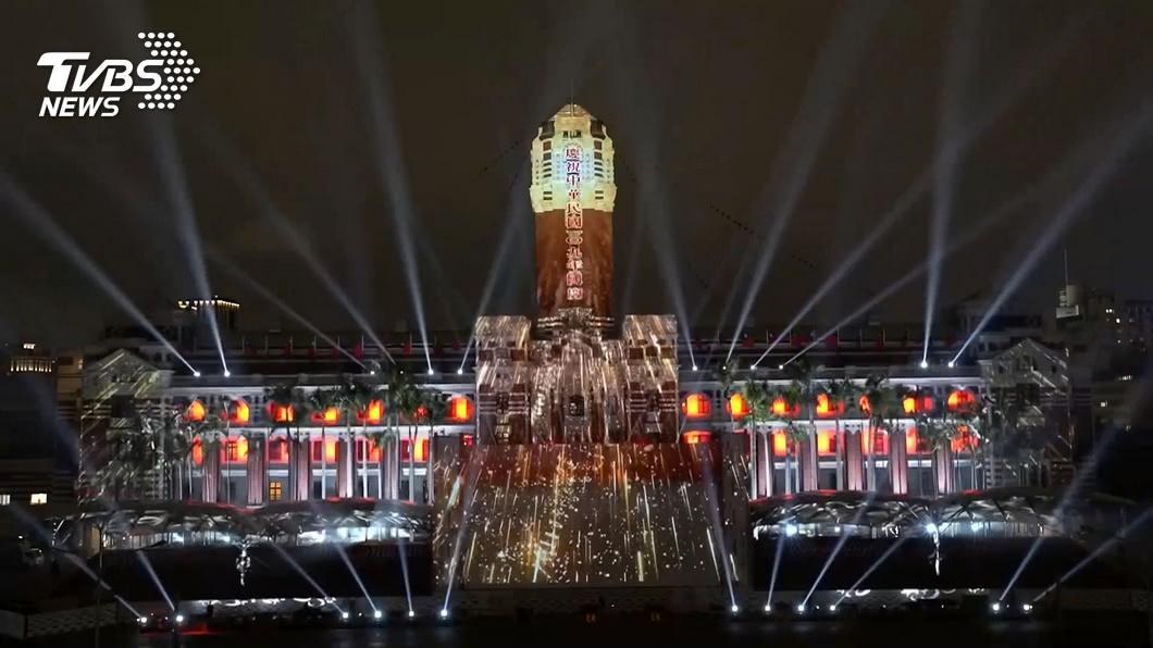 國慶日總統府展現光雕秀。(圖/TVBS資料畫面) 一張圖看懂國慶連假天氣! 「兩地有雨」又濕又涼