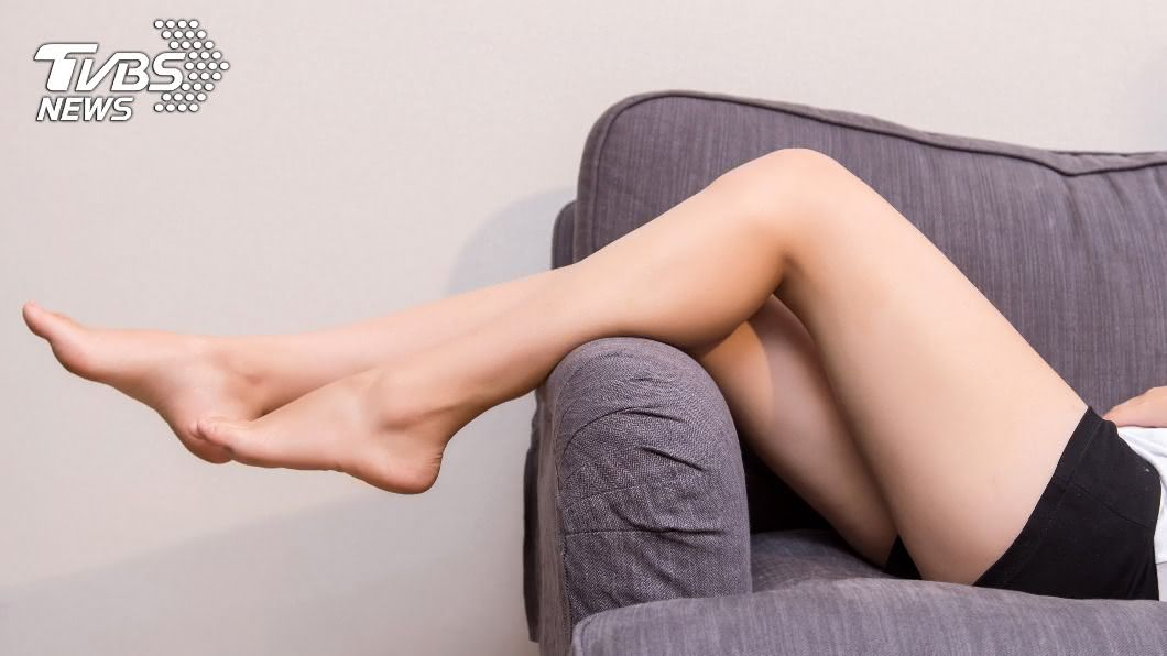 姿勢不良等壞習慣容易造成小腿肌肉發達,養出「蘿蔔腿」。(示意圖/shutterstock達志影像) 腓腸肌發達成「蘿蔔腿」 醫授2招消除粗壯腿肌