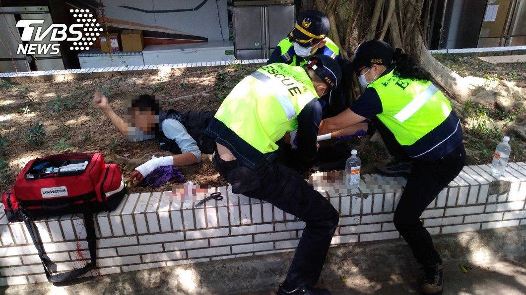 新竹湖口服務區發生濺血意外。(圖/讀者王先生提供) 「看三X!」男不滿被多看兩眼 湖口休息站砍人濺血