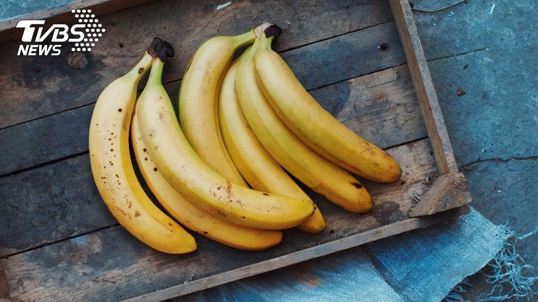 香蕉顏色不同,營養度也不同。(示意圖/shutterstock達志影像) 香蕉超容易變黑! 1妙招延長保存期限