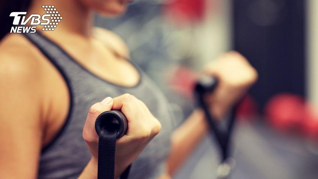女性運動時在飲食多補充蛋白質可以防胸圍變小。(示意圖/shutterstock達志影像) 減肥後怕胸部縮水? 運動飲食靠1招「上圍」免擔心