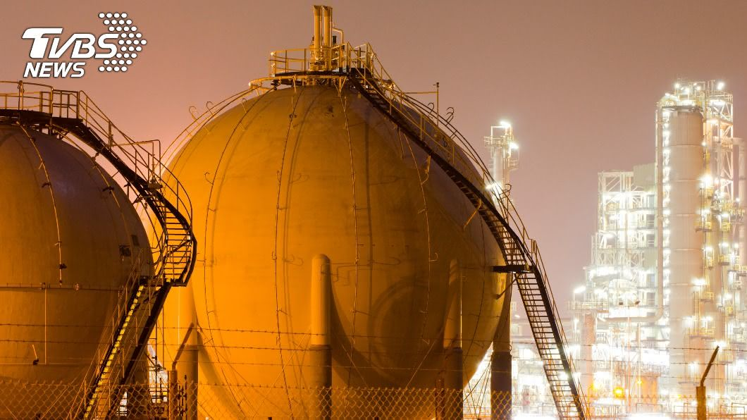 隨著美中貿易升溫與疫情影響,天然氣等能源需求版圖型態也隨之重組。(示意圖/shutterstock達志影像) 美中激烈競爭態勢升高 中國大陸「西氣東輸」新能源戰略