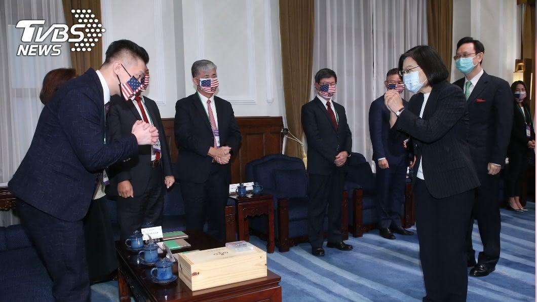 (圖/中央社) 接見台商回國團 總統盼協助促成台美雙邊貿易協定