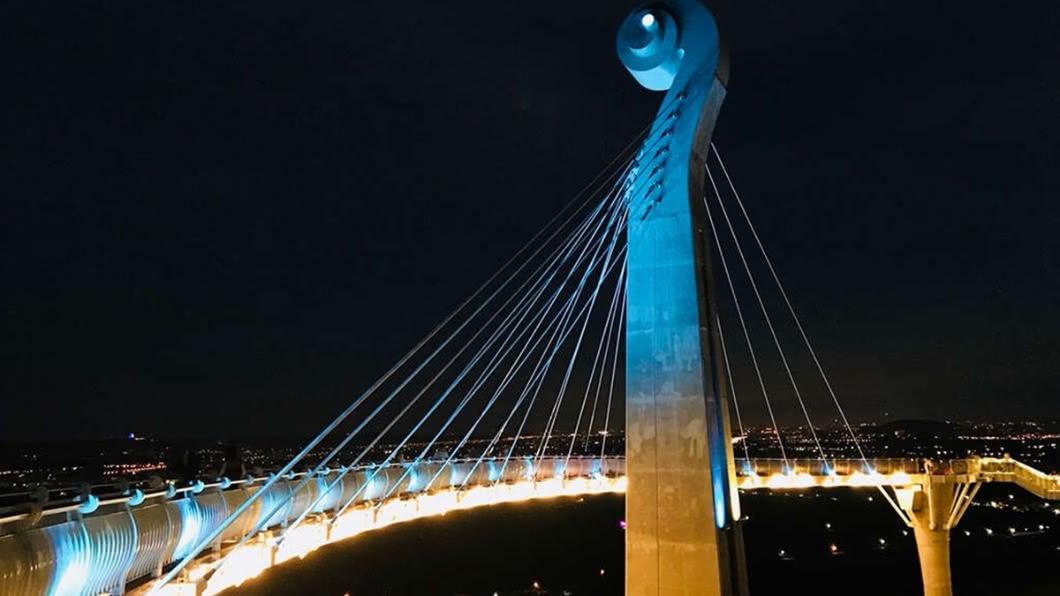崗山之眼即日起至2020年底的週五和週六,延長開放至夜間21:00。(圖/高雄市政府提供) 連假出遊夜景攻略 高雄熱門3景點「免費」參觀