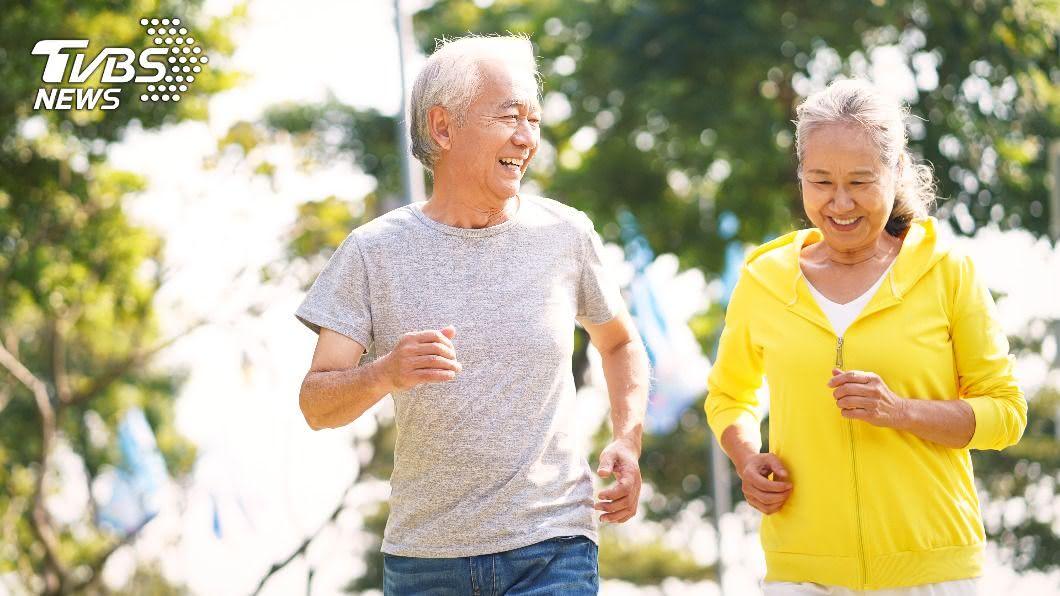 研究發現,適當的運動當年紀大了,心肺功能仍能保持年輕時的狀態。(示意圖/shutterstock達志影像) 返老還童!運動能減緩老化 心肺功能猶如20歲