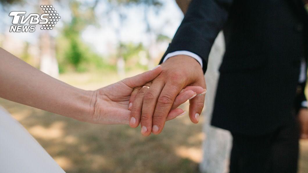 越來越多單身者尋求跨國境婚姻。(示意圖/shutterstock達志影像) 砸百萬「娶烏克蘭妻」 過來人曝慘痛經歷:別自不量力