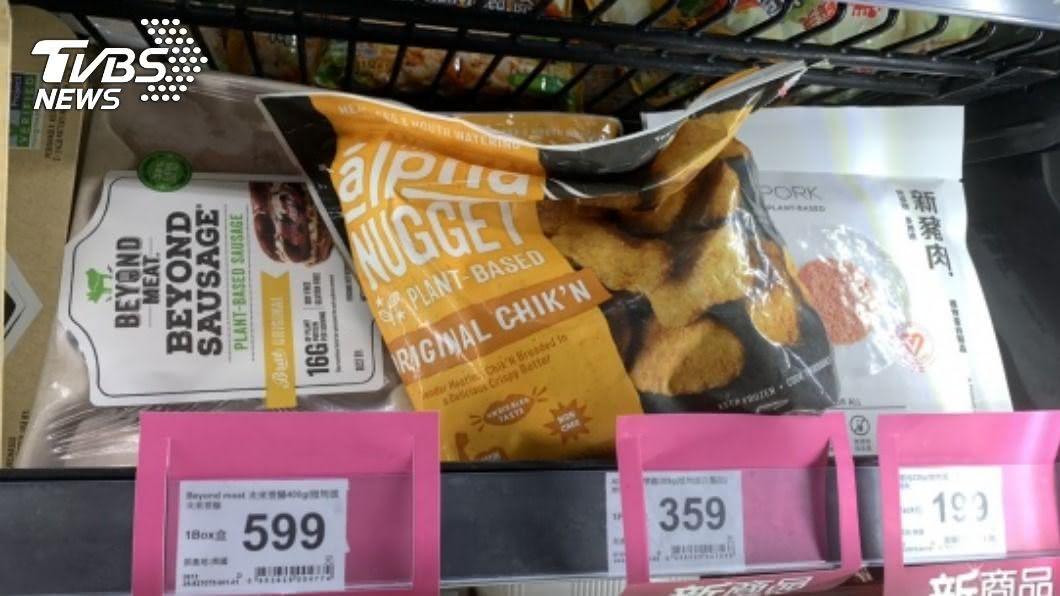 歐美掀起綠色飲食風潮,台灣餐飲業者陸續推出植物肉食品。(圖/中央社) 綠色飲食釣出嘗鮮族群 超商餐飲業搶推「植物肉」
