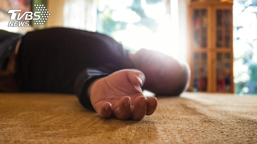 (示意圖/shutterstock達志影像) 兒子狂敲地3小時!癱母聽懂「救命訊號」求警破門