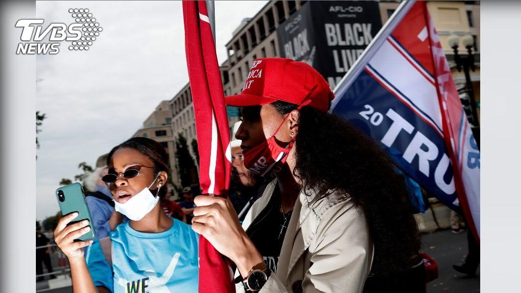 共和黨女性選民恐成今年搖擺州選情的關鍵。(圖/達志影像路透社) 新冠疫情撼動票倉 共和黨長者、女性恐對川普變心