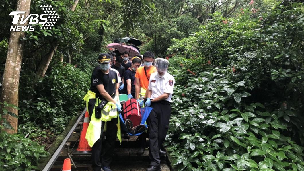 圖/TVBS 象山爬一半突昏迷倒地…6旬登山客搶救後宣告不治