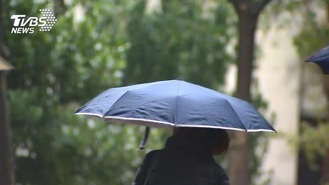 受到東北風影響,大台北地區、基隆北海岸、東半部及恆春半島有局部短暫雨。(圖/TVBS資料畫面) 大台北、東半部局部短暫雨 空曠處留意強陣風