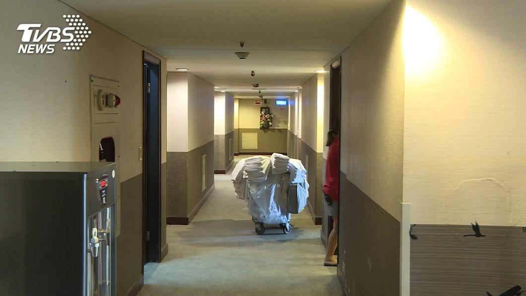 高雄三星旅店遭踢爆讓居檢者與一般房客混住。(圖/TVBS資料畫面) 讓35名居檢者與客混住!高雄三星旅店將遭衛生局開罰