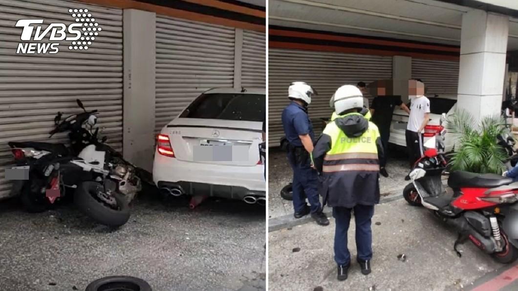 駕駛現場急詢問警方賠償費用與酒駕、無照罰則。(圖/TVBS) 無照酒駕撞10車!維修費曝「賠到脫褲」 20歲男急了