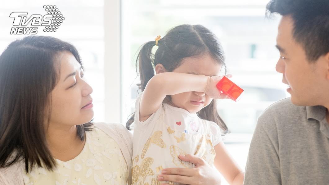 小孩有時會突然爆哭。(示意圖/shuttertstock達志影像) 「出門會回不來」3歲女爆哭攔爸 過來人揭經歷:別鐵齒