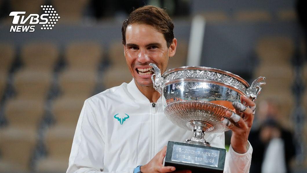 納達爾奪下生涯第20座大滿貫賽金盃。(圖/達志影像美聯社) 紅土天王納達爾集滿100勝 法網第13冠輕鬆入袋