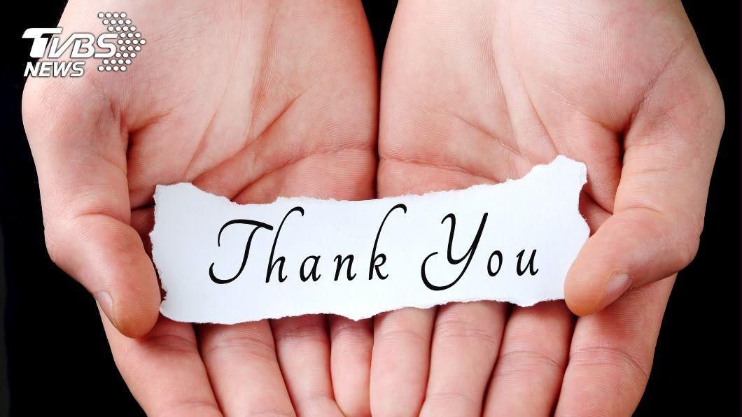 研究顯示常抱持著感謝心情的人,比相反的人長壽近10倍。(示意圖/shutterstock達志影像) 常說「感謝」多活近10年? 腦泌4物質助提升記憶力