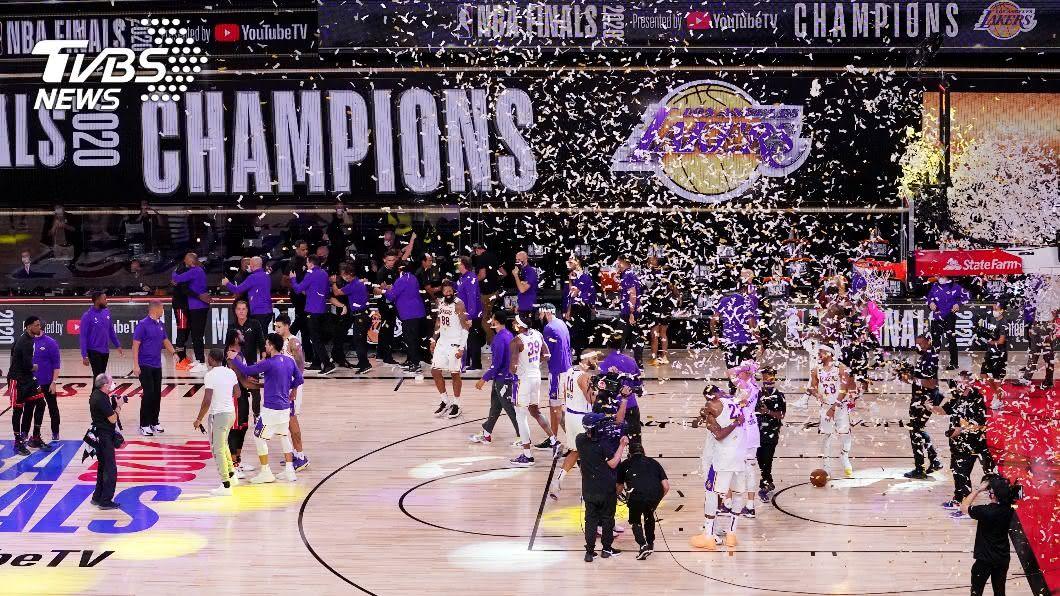 NBA湖人拿下隊史第17座總冠軍。(圖/達志影像美聯社) 慶祝NBA湖人奪冠 Google搜尋關鍵字放紫金煙火