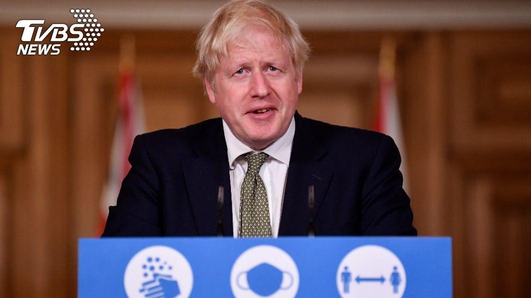 英國首相強生公布新的3級警報系統,挨批防疫慢半拍。(圖/達志影像路透社) 英相強生公布3級警報系統 挨轟防疫慢半拍