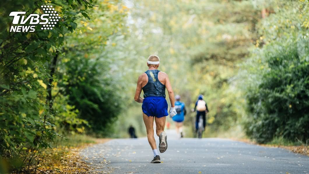 運動有助於活化腦部、預防失智症。(示意圖/shutterstock達志影像) 失智症剋星! 「銀髮族」養成1習慣預防大腦老化