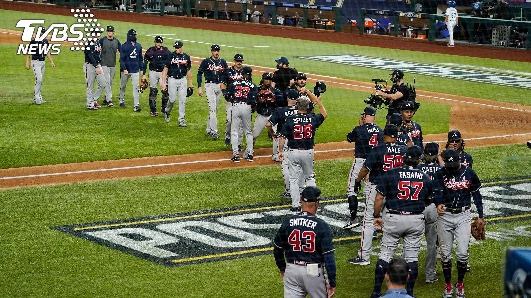 勇士在MLB國聯冠軍賽拿下2連勝。(圖/達志影像美聯社) 柯蕭背疾道奇換先發挨轟 勇士國聯冠軍賽2連勝