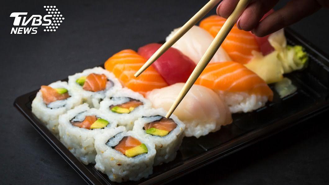 賣場相當大方,提供試吃完整壽司。(示意圖/shutterstock 達志影像) 「整個壽司」免費試吃!賣場超豪氣 網:吃兩輪就飽