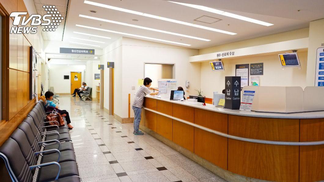韓國釜山療養醫院爆發群聚感染,1名確診者曾出席逾200人活動。(示意圖/shutterstock 達志影像) 釜山療養醫院爆群聚 確診員工曾參與逾200人活動