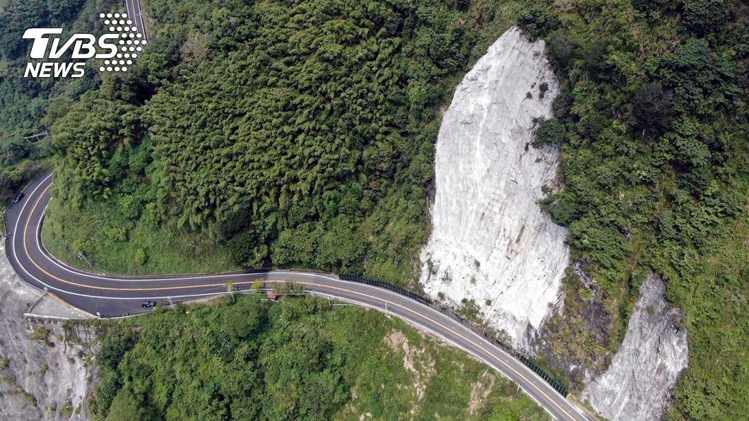 (圖/中央社) 阿里山公路十字村路段建明隧道 單線管制通行