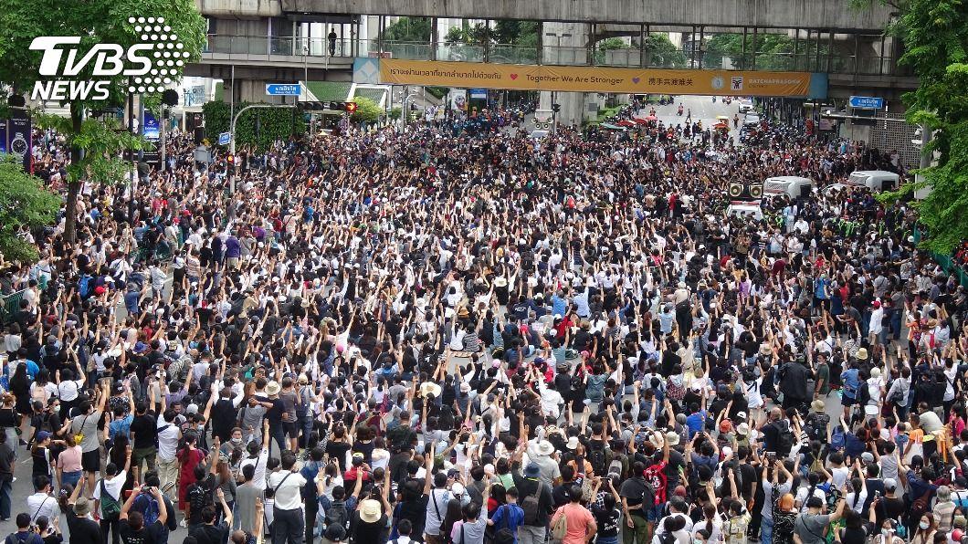 (圖/中央社) 上街怒吼!泰國學運大膽衝破底線 王室議題不再是禁忌